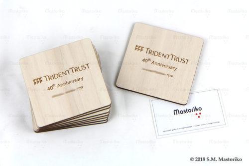 Ξύλινα τετράγωνα σουβέρ με λογότυπο εταιρίας - Διαφημιστικά δώρα για εταιρίες - Μαστορικό - S.M. Mastoriko -- Κύπρος
